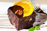 chocolate and walnuts cake