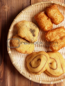 assorted chinese dough fritters