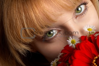 green eyes and flowers
