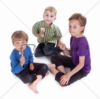 three kids eating ice lolly