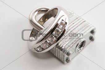 Ring closed within lock