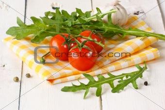 Tomatoes, arugula, garlic.