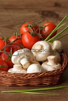 Champignons and cherry tomatoes.