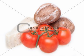 Tomatoes, cheese parmesan and dark rolls