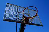 Basketball basket zoomed foto on blue sky