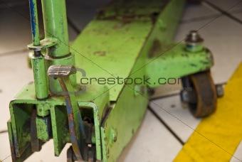Green Underhoist