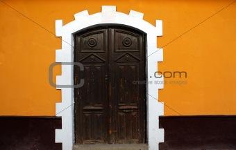 Black door, Yellow Wall