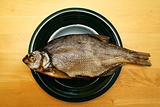 Foto of bream lying in black bowl