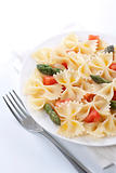 Farfalle, tomato and asparagus salad