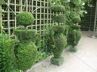 green figures