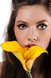 zoom on a girls face with a yellow calla