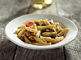 gorgonzola cheese in pasta with beef and red bell peppers