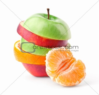 Layers of apples and oranges with slice of tangerine