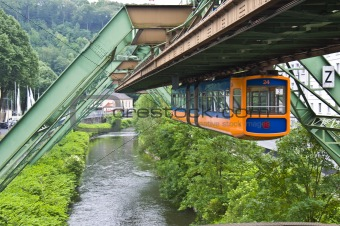 Floating tram