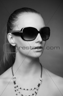 Gorgeous monochrome look with sunglasses