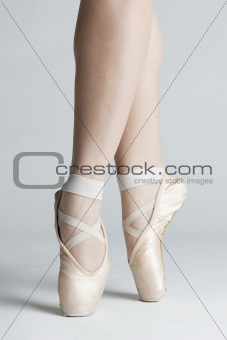 detail of ballet dancer&#39;&#39;s feet
