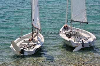 Beachsmall sailboats