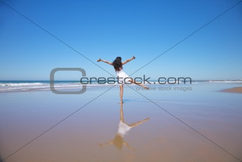 dancing woman at Castilnovo beach