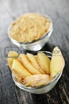 Sliced and ground ginger