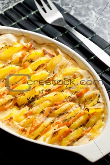 potatoes and salmon baked in cream