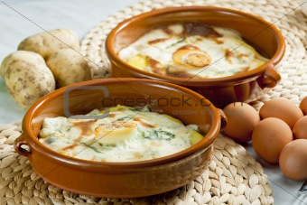 potatoes baked with dill sauce