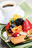 Assorted berry tart with coffee