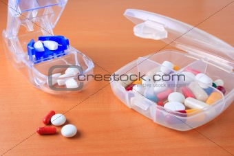 Assorted pill box and pill cutter