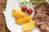 Steak with potatoes and cherry tomatoes