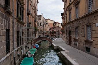 Small bridge over Canal