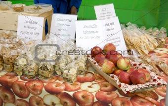 apples, street market in Bergen, Norway