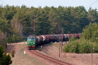 Freight fuel train