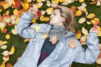 Beautiful girl rests upon autumn sheet