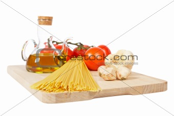 Tomatoes, olive oil, garlic and spaghetti