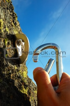 HAND ATTACHING CARABINER