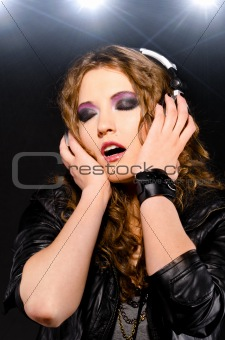 rock woman listen headphones 0611(52).jpg