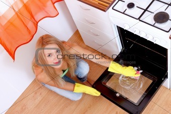 Cleaning the dirty oven