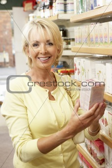 Female customer buying herbal tea
