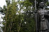 Statue im Bambuswald beim Tempel des weissen Pferd; Statue in the bamboo forest at the temple of the w