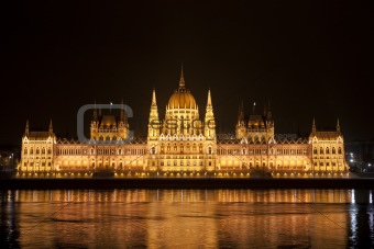 Highly detailed photo of the Parliament in Budapest at night, Hu