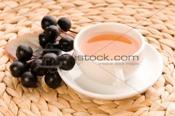 Black chokeberry tea