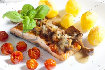 grilled salmon with mushrooms and cherry tomatoes