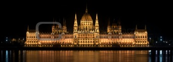 High detail photo of the Parlament in Hungary at night