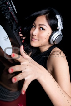 Female DJ mixing on turntables