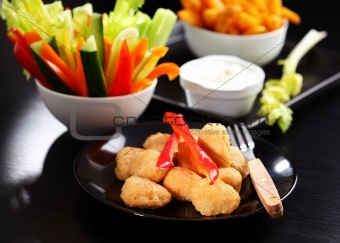 Chili cheese nuggets with raw vegetable