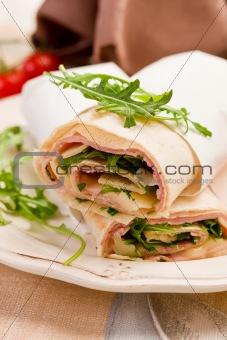Tortillas with bacon and arugula salad