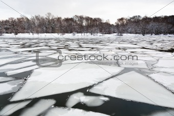 floating of ice on river