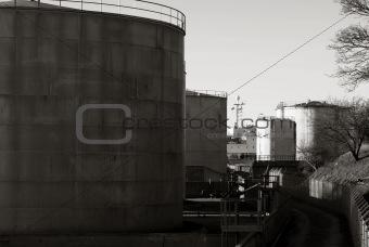Oil storage plant