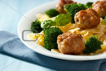 Farfalle pasta with meatballs and broccoli