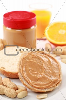 Toast with peanut butter