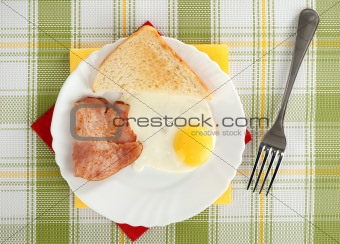 Breakfast with bacon and fried egg